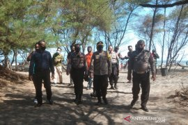 Dua keluarga beranggotakan 7 orang terseret ombak Pantai Bantul