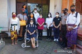 K3S Denpasar serahkan kursi roda untuk penyandang disabilitas