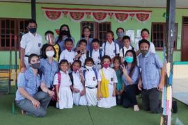 Guru SDB Yos Sudarso kunjungi murid