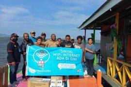 Pemkab Jayapura bantu VSAT untuk kelompok pemuda Kampung Yoboi
