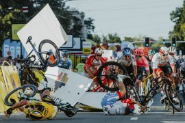 Kecelakaan pada etape pertama Tour of Poland, Atlet sepeda Belanda Fabio Jakobsen  koma