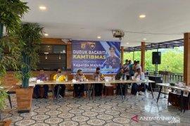 Bupati Mukti harapkan generasi muda SBT jadi anggota Polri