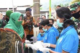 Persit KCK bantu sembako anak-anak di Tapanuli Tengah