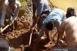 Seorang penambang emas  tewas tertimbun tanah longsor
