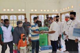 Pemilik rumah dan kebun di amuk gajah liar terima bantuan masa panik dari pemkab Aceh Jaya