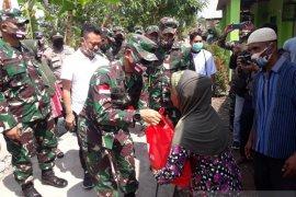 Korban puting beliung di Pontianak dapat bantuan dari Kasad