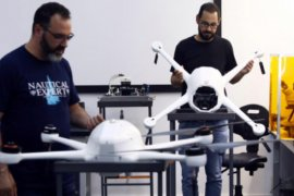 """Singapura uji coba """"drone"""" awasi  jarak sosial warga"""