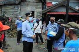Wawali serahkan bantuan korban kebakaran di Cempaka