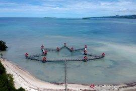 Wisata Pantai Ratu Boalemo suguhkan pasir putih dan panorama alam