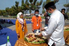 Sembuh dari COVID-19, 35 karyawan pabrik pengepakan udang PT PMMP Situbondo kembali bekerja