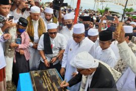 Bupati Aceh Barat dan Abuya Amran Waly resmikan Gapura Meulaboh Kota Tauhid Sufi