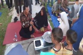 Bupati Madina ajari kaum ibu Bukit Malintang membuat selai durian