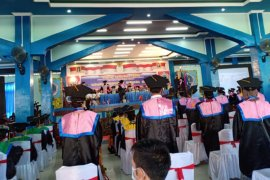 216 Mahasiswa STKIP Diwisuda