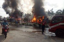 Sembilan kios di PKP Mujahidin Sintang terbakar