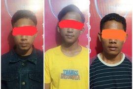 Masalah asmara, tiga remaja keroyok temannya sendiri