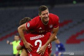 Lewandowski hebat tapi tak bisa  dibandingkan dengan Messi, kata Vidal