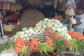 Harga berbagai jenis sayuran produksi petani lokal di Ambon naik