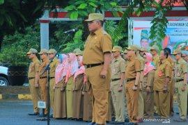 Perkantoran Pemkot Banjarbaru kibarkan bendera setengah tiang