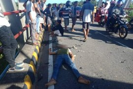Dua motor terlibat kecelakaan di jembatan Mukomuko
