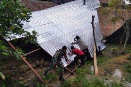 Dua unit rumah di Aceh Timur rusak akibat angin kencang