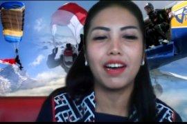 Naila Novaranti meraih rekor MURI dalam terjun payung dunia