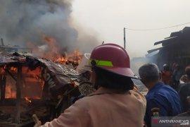 Ratusan kios di Pasar Ciranjang Cianjur terbakar
