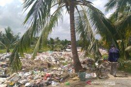 Timbunan sampah di Kampung Bahari, warga terganggu bau busuk