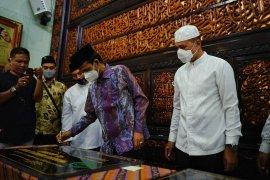 Wagub Sumut dan  Ustaz Abdul Somad teken prasasti pembangunan masjid dan rumah tahfizh