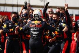 Adu strategi menghasilkan kemenangan yang tak terduga bagi Verstappen