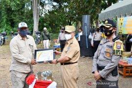 PT SLS terima piagam penghargaan dan serahkan bantuan peralatan pemadam