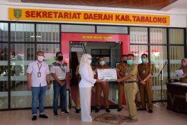 Adaro hands over three ventilators to Tanjung Hospital