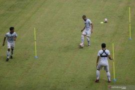 Kompetisi ditunda, Persib Bandung liburkan pemain selama sepekan