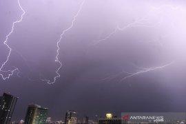 BMKG ingatkan ancaman hujan badai di sejumlah daerah di Kalimantan