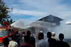 Ditinggal bekerja, dua unit rumah kayu di Aceh Utara terbakar