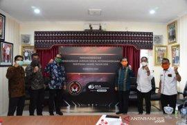 Wakil Presiden RI anugerahkan Paritrana Award 2019 kepada Bupati Tapsel