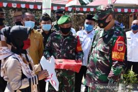 Danrem 133/NW resmikan bantuan bedah rumah peringati HUT Kemerdekaan