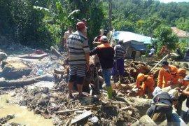 Korban banjir di Kulawi masih bertahan di pengungsian