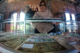 Koleksi uang kuno  Museum Koleksi Iskandar Zakaria di Kota Sungai Penuh