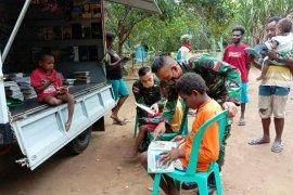 TNI Satgas Pamtas sediakan layanan perpustakaan keliling siswa di perbatasan RI-PNG