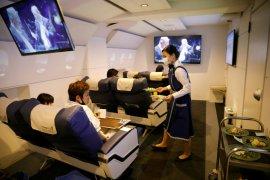 Menikmati liburan virtual dari kabin pesawat