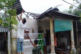 Padang Tualang Langkat dilanda angin kencang, enam rumah rusak