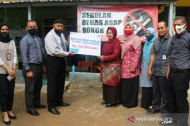 Peduli pendidikan, Taspen Pangkalpinang serahkan bantuan bedah sekolah