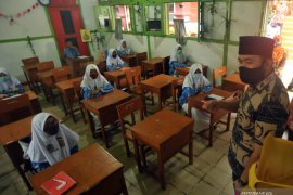 Education Ministry urges schools' closure if COVID-19 risk increases