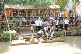 Manfaatkan potensi desa, kelompok pemuda Banyuwangi buat wisata kuliner Kali Kurung