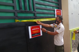 Satpol PP Jepara segel karaoke yang nekat beroperasi  di tengah pandemi