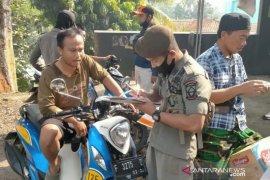 Satpol PP Cianjur berikan sanksi seratusan orang tidak mengunakan masker