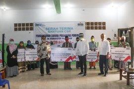Semen Indonesia bantu sarana pendidikan Rp870 juta di Pasuruan dan Bogor
