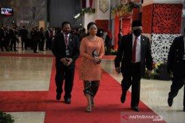 Kostum Puan Maharani kebaya jingga di sidang tahunan MPR RI
