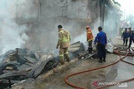 Gudang limbah di Bekasi terbakar
