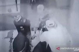 Polisi tangkap pria curi sepeda motor demi anak belajar daring